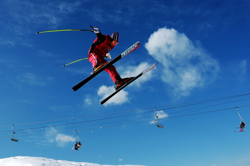Skiing_to_sky